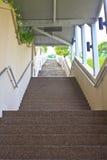 有许多步的长的台阶 库存照片