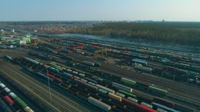 E 有许多火车的列车车库 股票录像