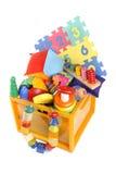 有许多玩具的箱子 免版税库存照片