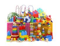 有许多玩具的箱子 免版税库存图片