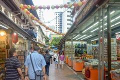 有许多的唐人街区新加坡各种各样的产品 免版税库存图片