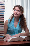有许多的新学员妇女书。 免版税库存图片