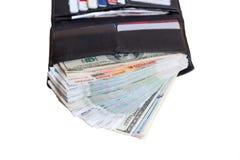 有许多的黑皮革钱包现金、卢布和美元 免版税库存照片