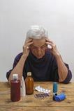 有许多药物的资深妇女 免版税库存图片