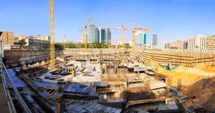建造场所起重机 免版税库存照片