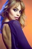有诱惑的一个绿眼的美丽的年轻金发碧眼的女人组成 库存图片