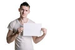 有调查框架的一张空白的纸片的年轻英俊的人 署名的,文本地方 水平的框架 库存图片