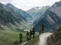 有谷的斯利那加Leh路在北印度 免版税库存图片