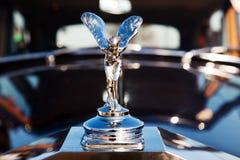 有象征商标的经典老汽车 免版税图库摄影