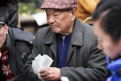 有贝雷帽的中国老人 免版税库存图片
