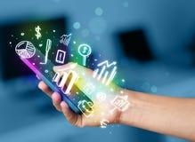 有财务的智能手机和市场象和标志 库存图片