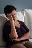 有资深亚裔的妇女头疼 免版税库存照片