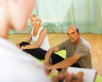 有资深人的医护人员健身房的 免版税库存照片
