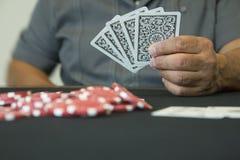 有赌博娱乐场芯片的一个人 免版税图库摄影