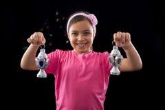 有赖买丹月灯笼的愉快的女孩 图库摄影