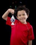有赖买丹月灯笼的愉快的孩子 免版税库存照片