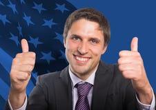 有赞许的商人反对美国国旗 图库摄影