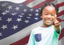 有赞许的孩子反对美国国旗 库存照片