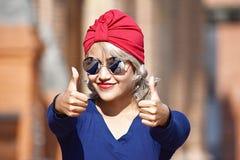 有赞许的年轻伊斯兰教的妇女 库存图片
