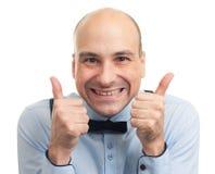 有赞许的微笑的秃头人 免版税库存图片