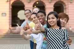 组有赞许的青年人 免版税库存照片