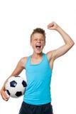 有赢取的态度的青少年的足球运动员。 库存照片