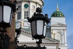 有赫尔辛基大教堂的老街灯在背景中 免版税库存图片