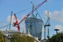有起重机的建筑工地,伦敦 免版税库存图片