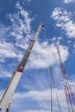 有起重机的建造场所 免版税库存图片