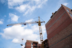 有起重机的建造场所 免版税库存照片