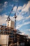 有起重机的建造场所 图库摄影