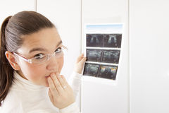有超声波照片的有关妇女 库存照片