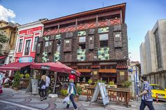 有趣的二层楼的房子用咖啡馆在爱迪尔内,土耳其 库存图片