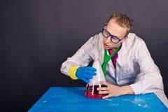有趣的化学和疯狂的科学家1536 库存图片
