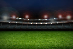有足球场的空的体育场 免版税库存照片