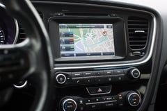有路线的Gps在汽车的仪表板 库存图片