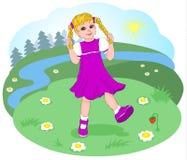有跳舞在森林沼地的猪尾的淘气女孩 晴朗的晴天在森林 花和浆果 向量 免版税库存照片