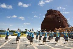 有跳舞泰国样式雕象的妇女舞蹈家的蟾蜍博物馆在Phaya Tan公园 图库摄影