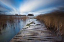 有跳船的湖 长的曝光风景 库存照片