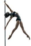有身体艺术的女性杆舞蹈家在定向塔 库存图片