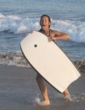 有身体水橇板的女孩 免版税库存照片