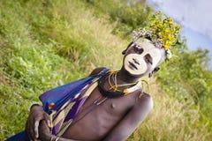 有身体绘画的Surma部族jung男孩 免版税库存照片