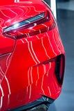 有车灯的红色BMW Z4跑车 免版税库存照片