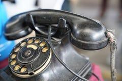 有转台式圆盘的老葡萄酒古董黑色电话 免版税图库摄影