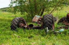 有轮子的被放弃的轨 免版税库存图片