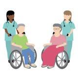 有轮椅患者的女性护士 库存图片