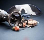 有辅助部件和安全设备风镜的转台式工具 免版税库存图片