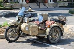 有边的军用摩托车 库存照片