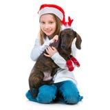 有达克斯猎犬的愉快的矮小的逗人喜爱的女孩 库存图片