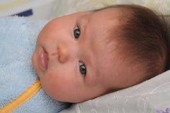 有过敏的新出生的婴孩 免版税图库摄影